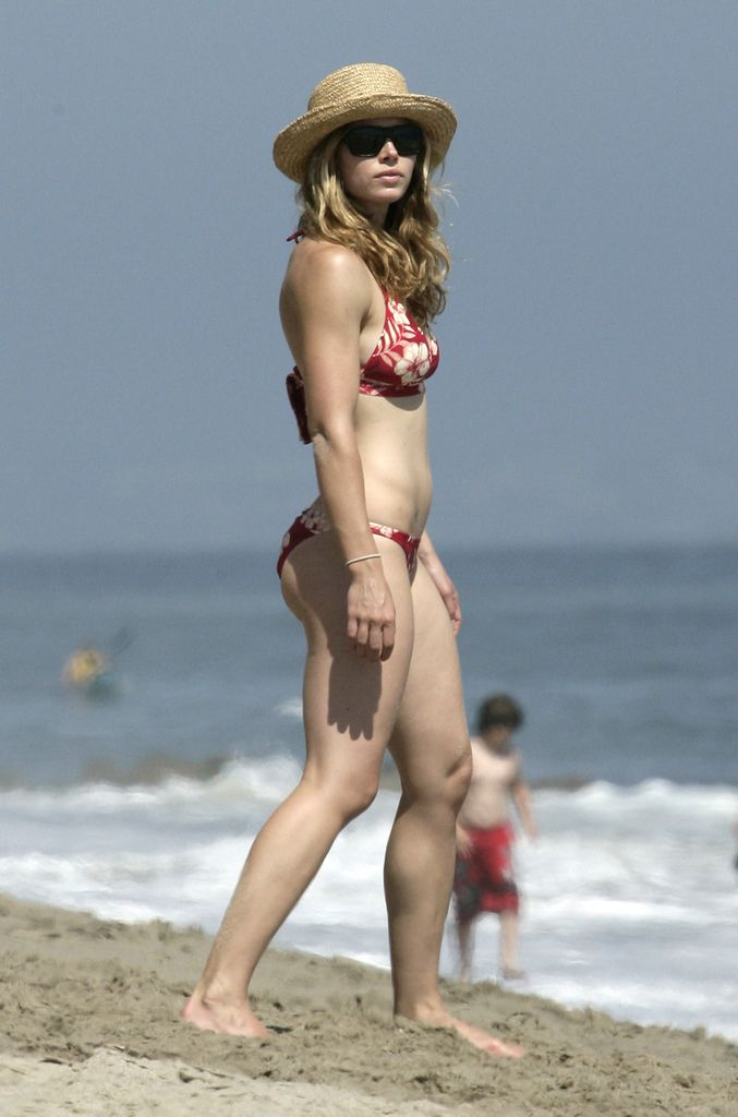 Jessica Biel Bikini And Beach Pictures